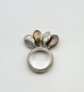 pod rings by Rie Nagumo :  modern silver jewellery organic